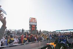 Il team di Marc Marquez, Repsol Honda Team, festeggia ai piedi del podio