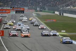 Start: Gary Paffett, ART Grand Prix Mercedes-AMG C63 DTM aan de leiding