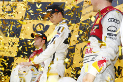 Podium de Campeones: Campeón 2015, Pascal Wehrlein, HWA AG Mercedes-AMG C63 DTM, segundo lugar, Jami