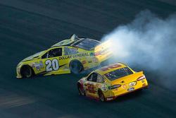 Matt Kenseth, Joe Gibbs Racing Toyota spins off the nose of Joey Logano, Team Penske Ford
