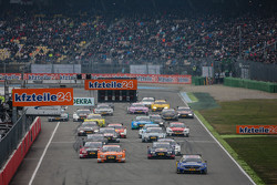 Start: Gary Paffett, ART Grand Prix, Mercedes-AMG C63 DTM, in Führung