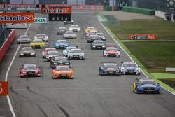 Старт: Гэри Паффет, ART Grand Prix Mercedes-AMG C63 DTM лидирует