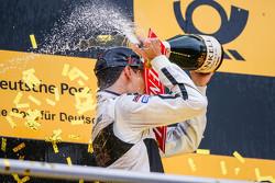 Podium du championnat : Pascal Wehrlein, HWA AG Mercedes-AMG C63 DTM