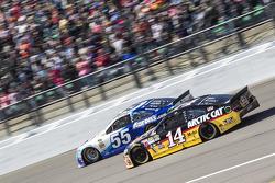David Ragan, Michael Waltrip Racing Toyota et Tony Stewart, Stewart-Haas Racing Chevrolet