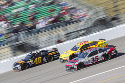 Michael Annett, HScott Motorsports Chevrolet et Cole Whitt, Front Row Motorsports Ford