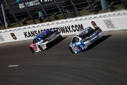 A.J. Allmendinger, JTG Daugherty Racing Chevrolet et Ricky Stenhouse Jr., Roush Fenway Racing Ford