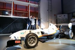Nicky Catsburg, Xavier Maassen and Jan Lammers take a selfie in front of the electric racer