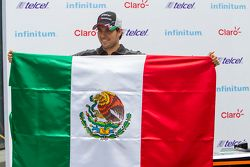 Sergio Pérez, Sahara Force India con una bandiera del Messico