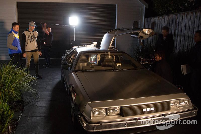 Mark Winterbottom und Chaz Mostert mit dem DeLorean