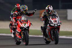 Chaz Davies, Ducati Team felicita al ganador de la prueba 2 Leon Haslam, Aprilia Racing Team