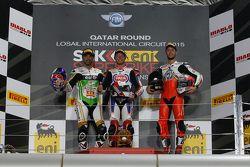 Podium : le deuxième, Kenan Sofuoglu, Puccetti Racing Kawasaki, le vainqueur Kyle Smith, Pata Honda, le troisième Lorenzo Zanetti, MV Agusta