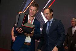 Le Champion du Monde Superbike 2015 Jonathan Rea, Kawasaki, reçoit son prix