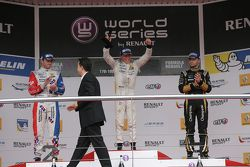 Winner Nyck de Vries, DAMS, second place Oliver Rowland, Fortec Motorsports, third place Matthieu Vaxivière, Lotus