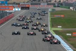 Race 1 Start: Felix Rosenqvist, Prema Powerteam Dallara Mercedes-Benz
