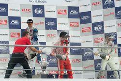 第一回合领奖台:兰斯·斯托尔第一个F3冠军,Prema Powerteam包揽领奖台