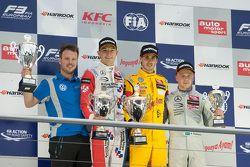 2. Yarış Podyumu: İkinci sıra Jake Dennis, Prema PowerTeam Dallara Mercedes-Benz ve kazanan Antonio