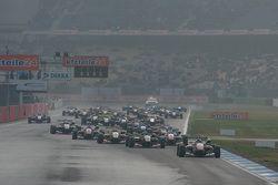 3. Yarış Start: Felix Rosenqvist, Prema PowerTeam Dallara Mercedes-Benz lider