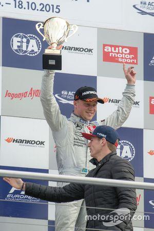 3. Yarış kazananı Felix Rosenqvist, Prema PowerTeam Dallara Mercedes-Benz ve Max Verstappen