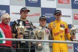Race 3 Podium: second place Alexander Albon, Signature Dallara Volkswagen and winner Felix Rosenqvis