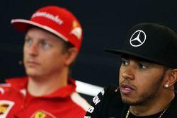 Lewis Hamilton, Mercedes AMG F1 et Kimi Raikkonen, Ferrari lors de la conférence de presse de la FIA