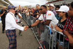 Jackie Stewart con fans