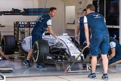 Williams FW37 dari Valtteri Bottas, Williams FW37 berada di dalam pit