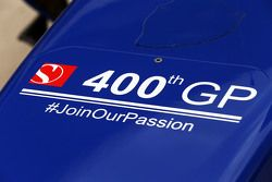 Sauber C34 ile takımın 400. GP'si kutlanıyor