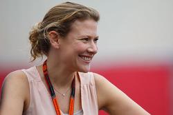 Jennie Gow, BBC Radio 5 reportero en el pit line