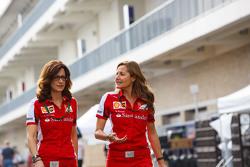 Roberta Vallorosi con Stefania Bocchi, Ferrari Oficina de Prensa
