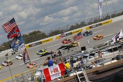 Jeff Gordon, Hendrick Motorsports Chevrolt; Kyle Larson, Chip Ganassi Racing Chevrolet; Brad Keselow