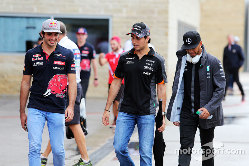 Carlos Sainz Jr., Scuderia Toro Rosso met Sergio Perez, Sahara Force India F1 en Lewis Hamilton, Mer