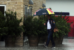 Dr Helmut Marko, Red Bull Motorsport Consultant in the rain