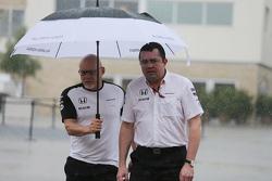 Matt Bishop, McLaren Oficina de Prensa con Eric Boullier, McLaren Racing Director