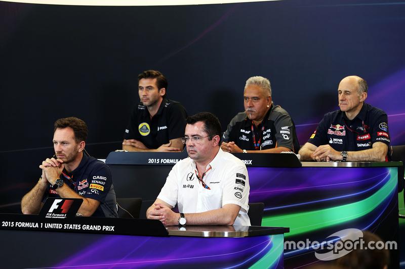 Пресс-конференция FIA: Мэттью Картер, генеральный директор Lotus F1 Team; Доктор Виджей Малья, владелец команды Sahara Force India F1; Франц Тост, руководитель Scuderia Toro Rosso; Кристиан Хорнер, руководитель Red Bull Racing ; Эрик Булье, гоночный директор McLaren