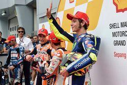 Обладатель поула Дани Педроса, Repsol Honda Team, второе место - Марк Маркес, Repsol Honda Team и тр