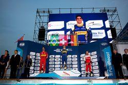 Podium : le vainqueur Sébastien Buemi, Renault e.Dams, le deuxième, Lucas di Grassi, ABT Schaeffler Audi Sport, le troisième, Nick Heidfeld, Mahindra Racing
