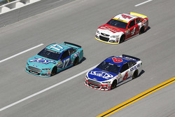 Ricky Stenhouse Jr. und Trevor Bayne, Roush Fenway Racing Ford; Kevin Harvick, Stewart-Haas Racing C