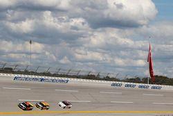 Martrin Truex Jr., Furniture Row Racing Chevrolet y Ryan Newman and Austin Dillon, Richard Childress