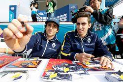 Nicolas Prost, Renault e.Dams, et Sébastien Buemi, Renault e.Dams en pleine séance d'autographes