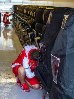 Ferrari mechanic with tyre blankets