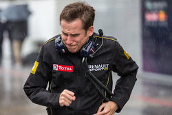 A Renault Sport F1 employee in the rain