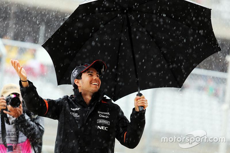 Mit Schirm und Charme im Regen