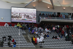 Fans leave the grandstand as qualifying is postponed