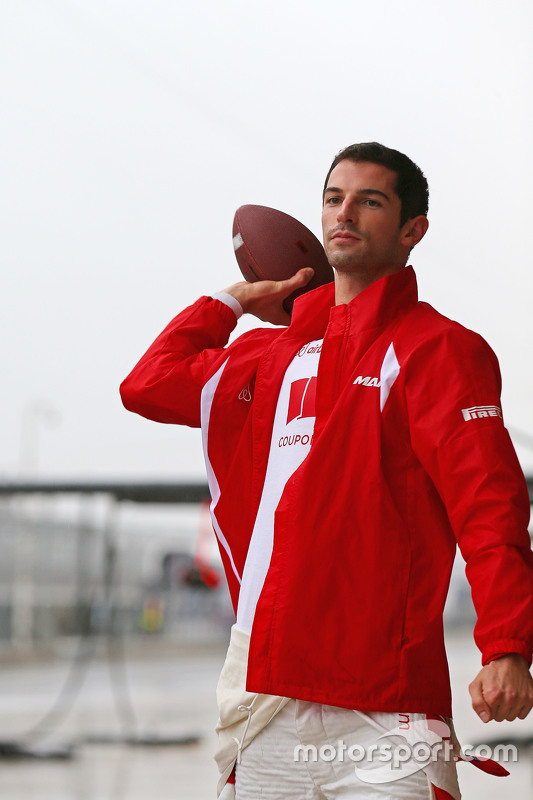 Alexander Rossi, Manor Marussia F1 Team speelt American Football in de pits