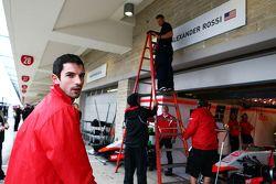 Le panneau de stands pour Alexander Rossi, Manor Marussia F1 Team est mis en place
