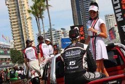 Gridgirl mit David Russell, Nissan Motorsports