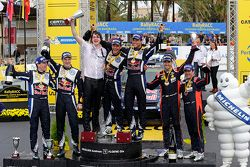 Podium: winnaars Andreas Mikkelsen en Ola Floene, Volkswagen Motorsport, 2de Jari-Matti Latvala en M