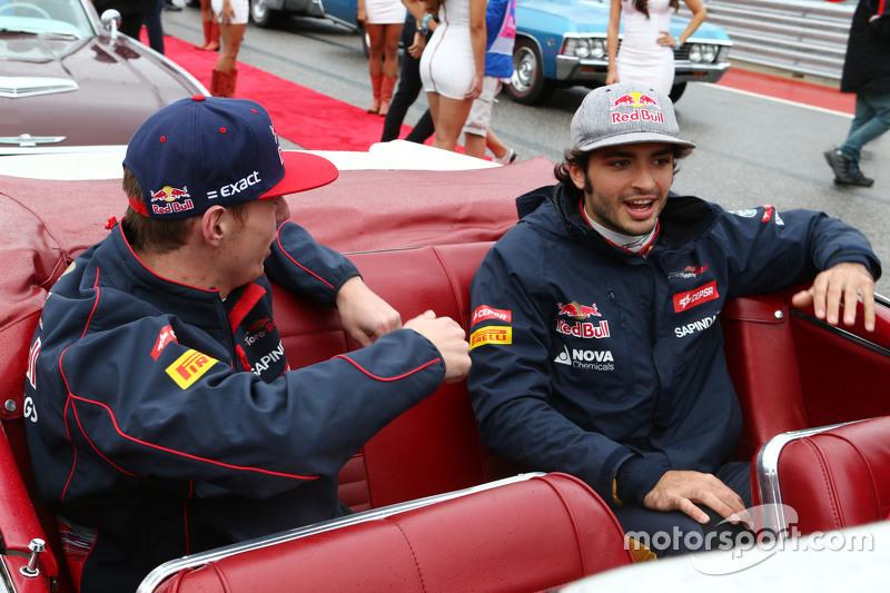 Max Verstappen, Scuderia Toro Rosso con su compañero de equipo Carlos Sainz Jr., Scuderia Toro Rosso en el desfile de los pilotos