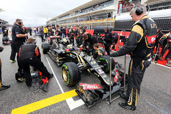 Пастор Мальдонадо, Lotus F1 E23 on the grid