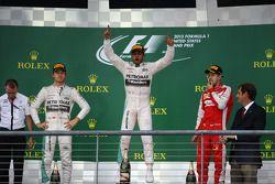 Podyum: İkinci Nico Rosberg, Mercedes AMG F1, Yarış galibi ve Dünya Şampiyonu Lewis Hamilton, Merced